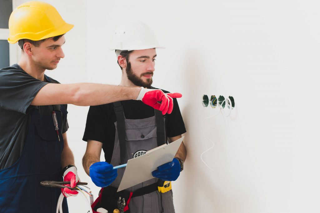 Magothy electric services in Glen Burnie, MD the difference between electrical contractors and electricians
